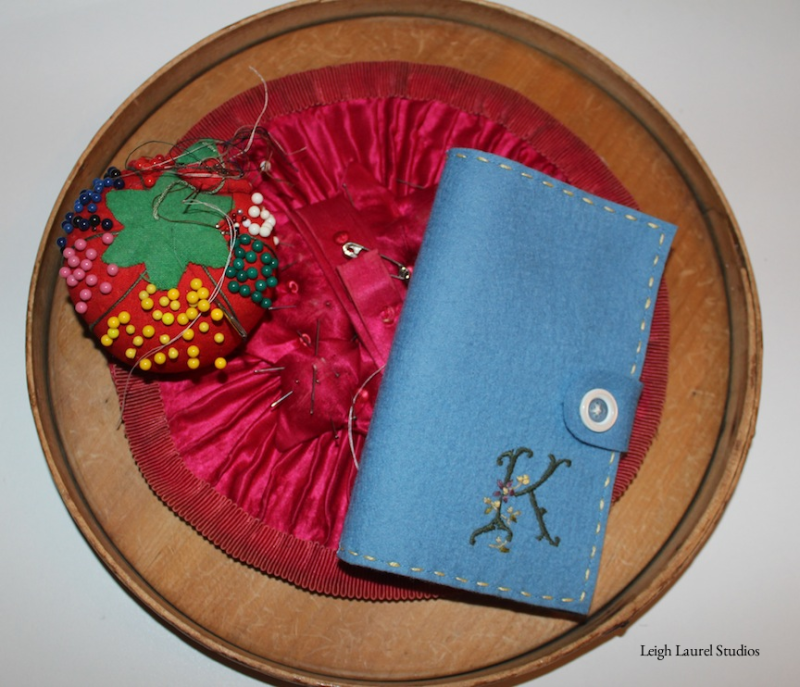 Needle book on shaker top