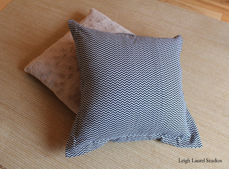Flanged floor pillow back