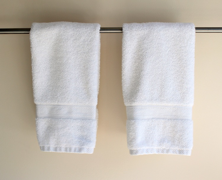 Plain Towels Are Simple And Lovely But A Bit Boring For Hand In Guest Bathroom While I Was Washing Ironing My Fabric Stash See This Post
