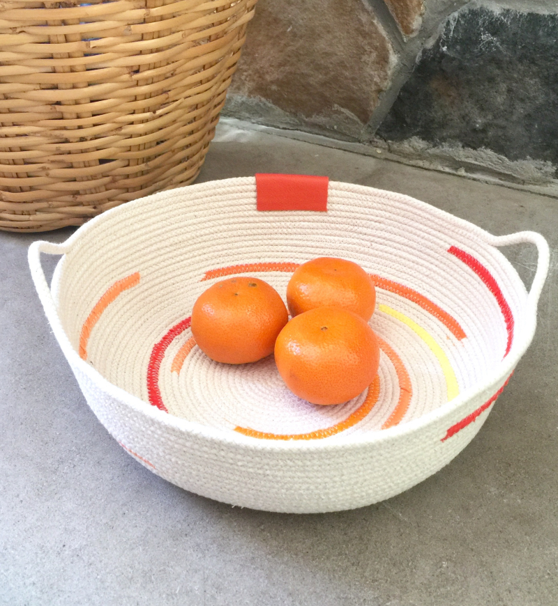 Rope bowl with handles for fruit