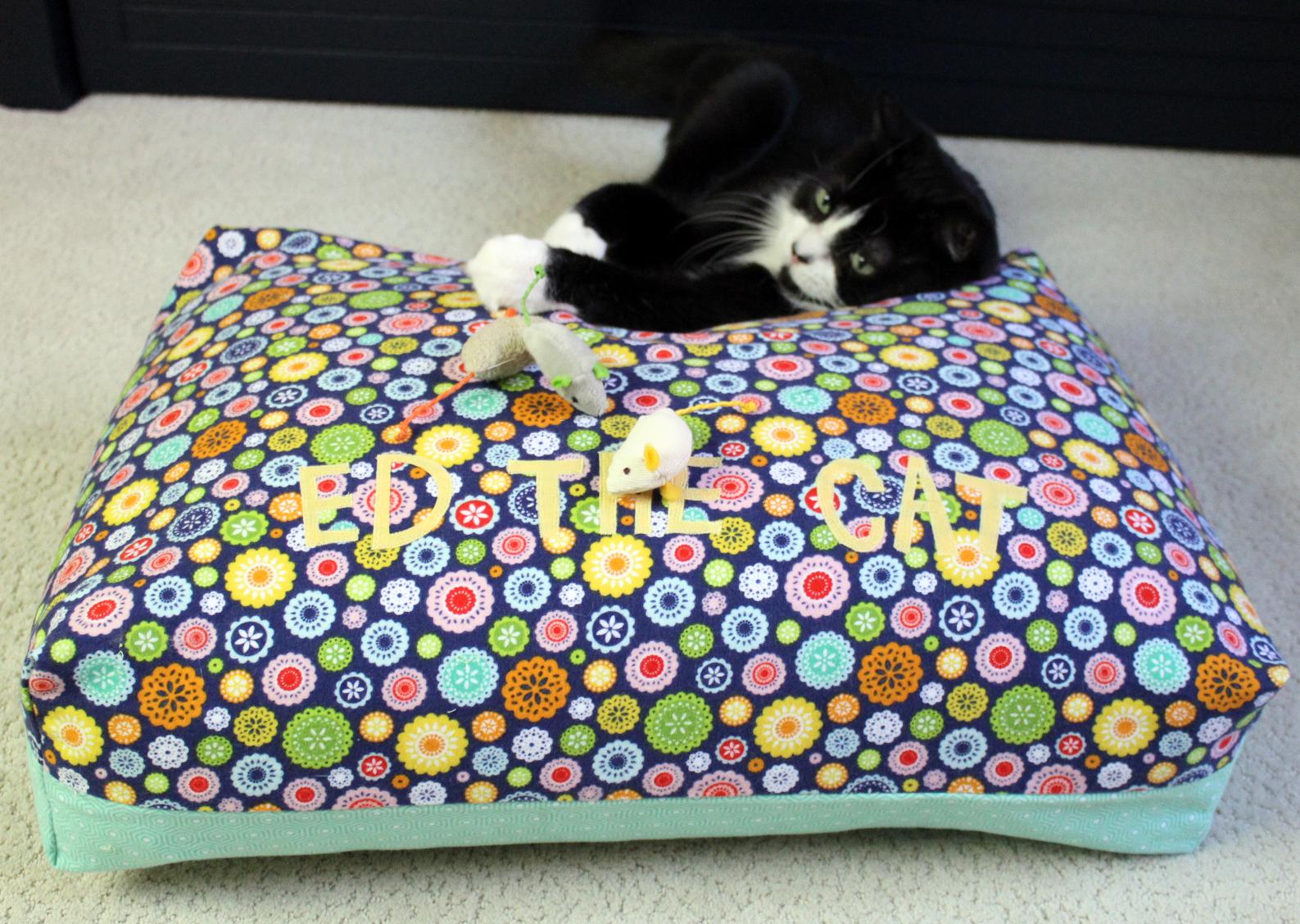 Flannel pet bed tutorial its reversible karin jordan studio ed the cat bed 3 jeuxipadfo Gallery