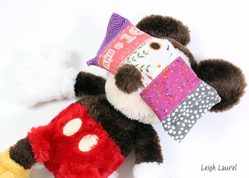 Eye pillow on mickey - tutorial by karin jordan